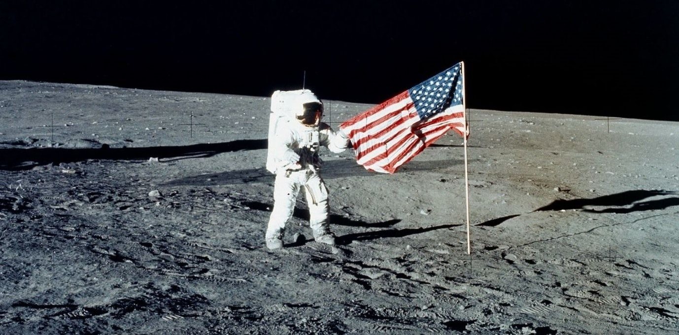 Moonviews planting and straightening the flag 1600 1440x1080.jpgc3  1